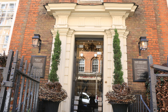 <p>Romance in Victoria  - <a href='/articles/romance-in-london'>Click here for more information</a></p>